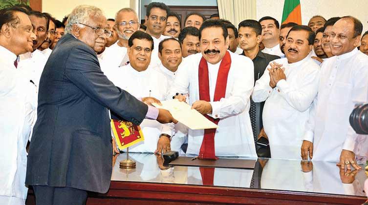 Neuer Premierminister wurde Mahinda Rajapaksa der Bruder des Präsidenten