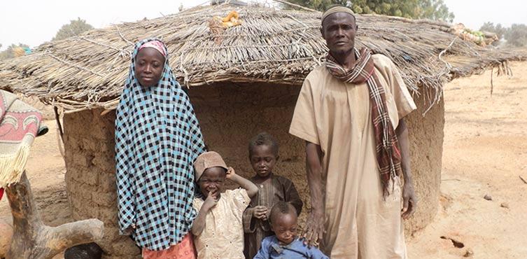 Abdou mit seiner Frau und einem Teil ihrer Kinder