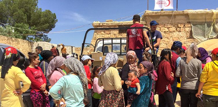 Christen in Afrin (Nordsyrien) verteilen Hilfsgüter – ein Bild aus dem Jahr 2018